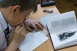 Выпускники школ пишут итоговое сочинение