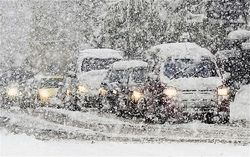 Москва встала в пробках из-за сильного снегопада