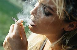 В Госдуме собираются запретить продажу сигарет женщинам до 40 лет