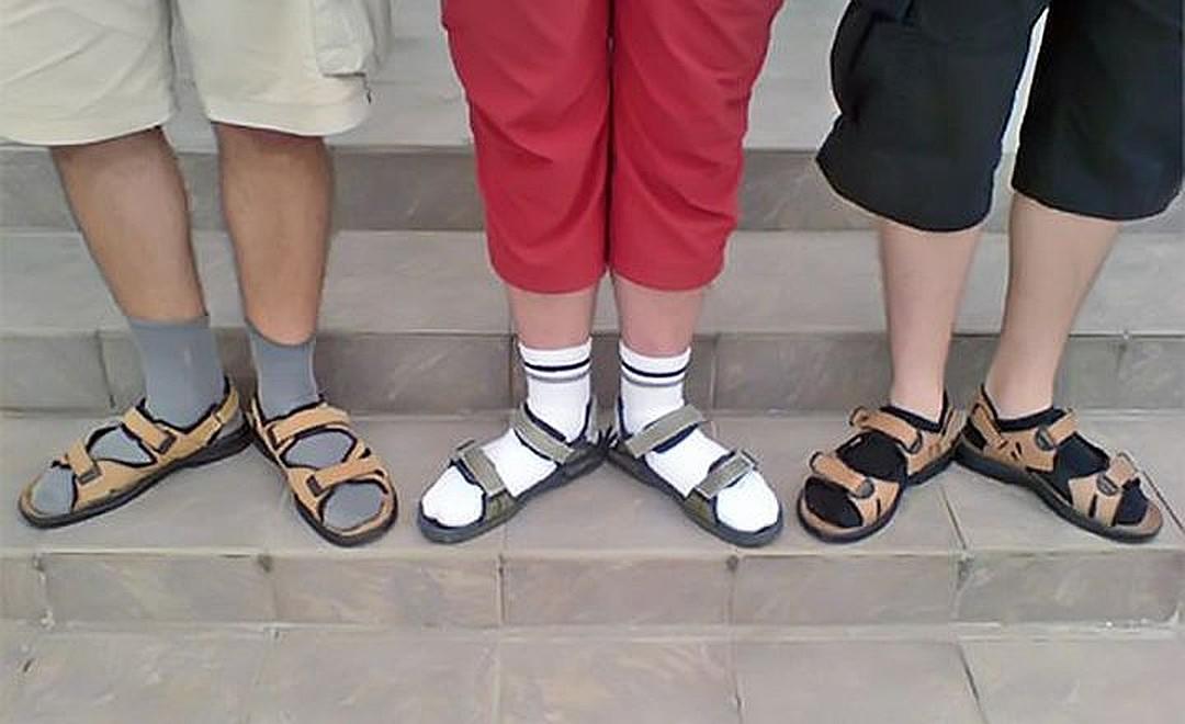 Картинки носки в сандалях